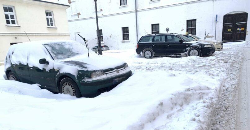 img 6581 ZAMOŚĆ: Obfite opady śniegu. Fatalne warunki na osiedlach i parkingach [ZDJĘCIA]