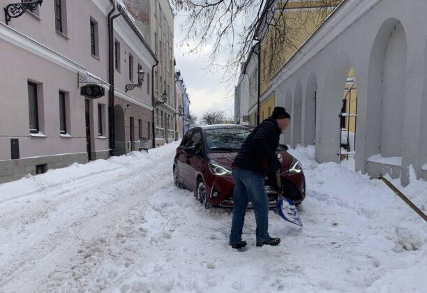 img 6582 ZAMOŚĆ: Obfite opady śniegu. Fatalne warunki na osiedlach i parkingach [ZDJĘCIA]