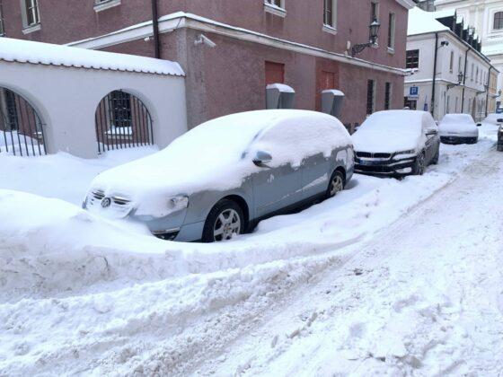 img 6585 ZAMOŚĆ: Obfite opady śniegu. Fatalne warunki na osiedlach i parkingach [ZDJĘCIA]