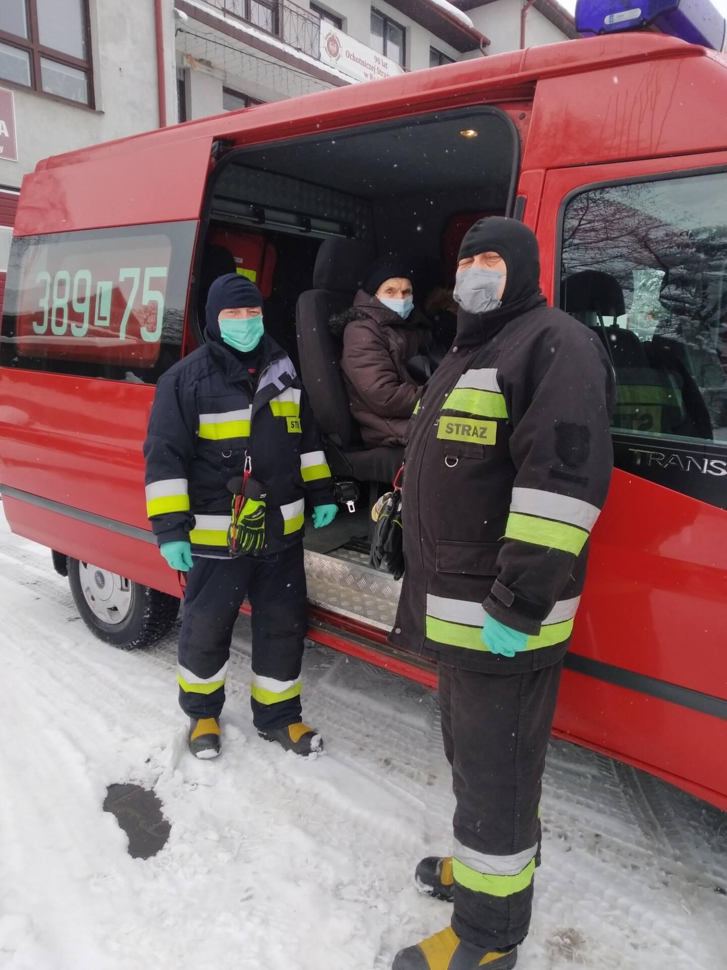 radecznica 1 Strażacy dowożą na szczepienia przeciwko COVID-19