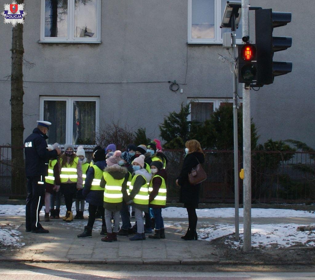 361 182181 ZAMOŚĆ: Uczniowie SP nr 6 już wiedzą, jak bezpiecznie przechodzić przez jezdnię