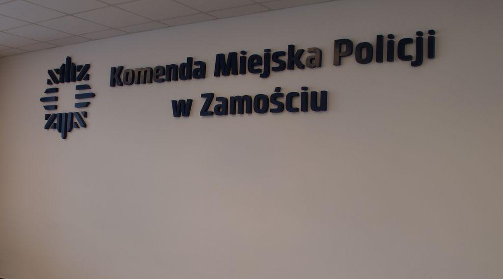 361 182503 Policjanci z Zamościa eskortowali samochód z duszącym się 6-latkiem.