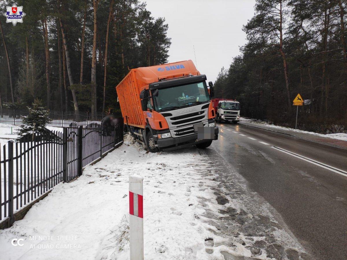 68 182276 2 Zderzenie samochodu ciężarowego ze smartem