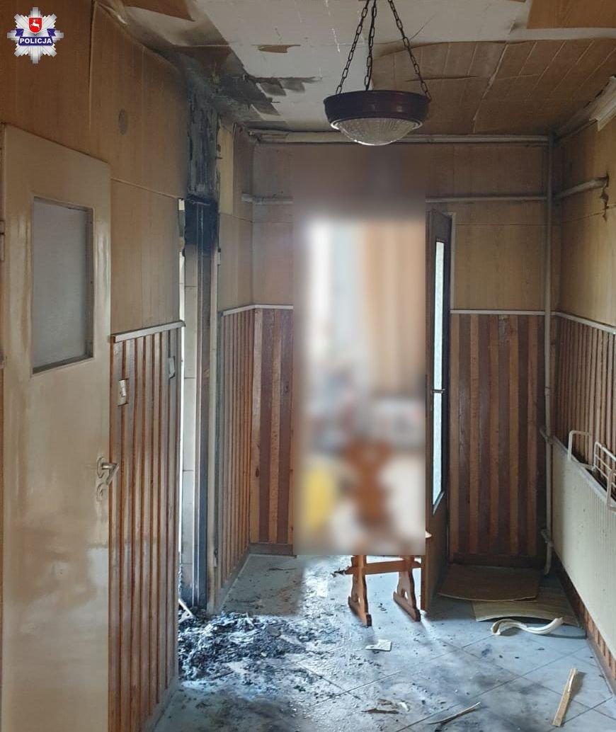 68 182442 Policjanci uratowali mężczyznę z płonącego domu
