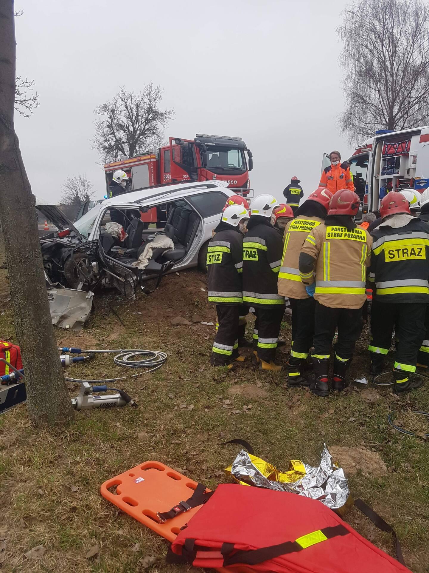received 305664361052445 Kierowca Toyoty uderzył w betonowy przepust drogowy