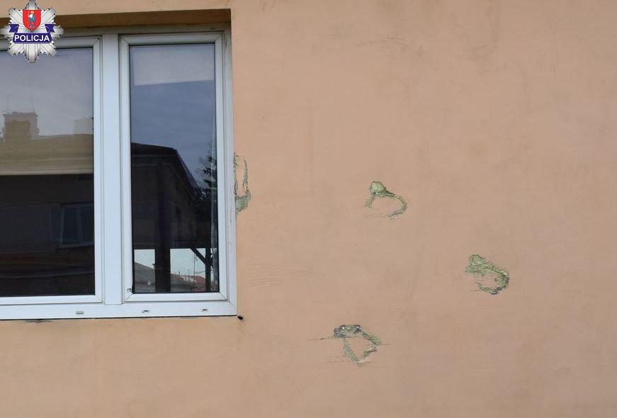 361 184300 Zamość: zezłościł się na znajomego i zniszczył elewacje jego domu