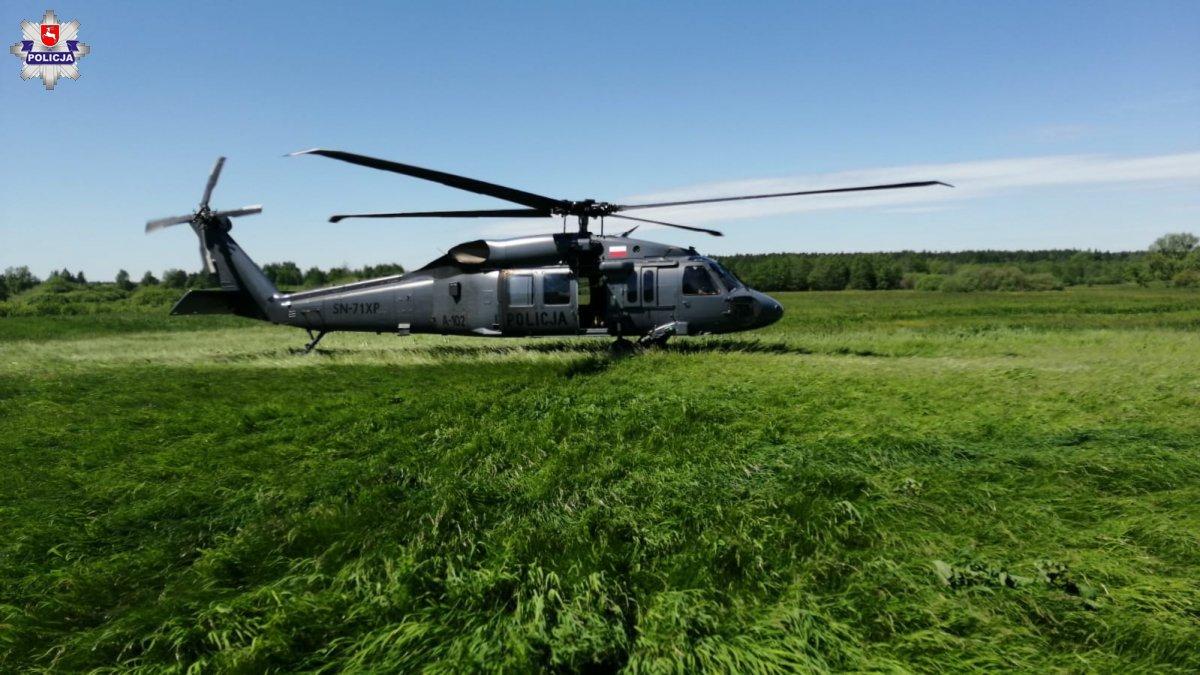 68 185344 Policyjny śmigłowiec Black Hawk poszukiwał zaginionej 89-latki [FILM]