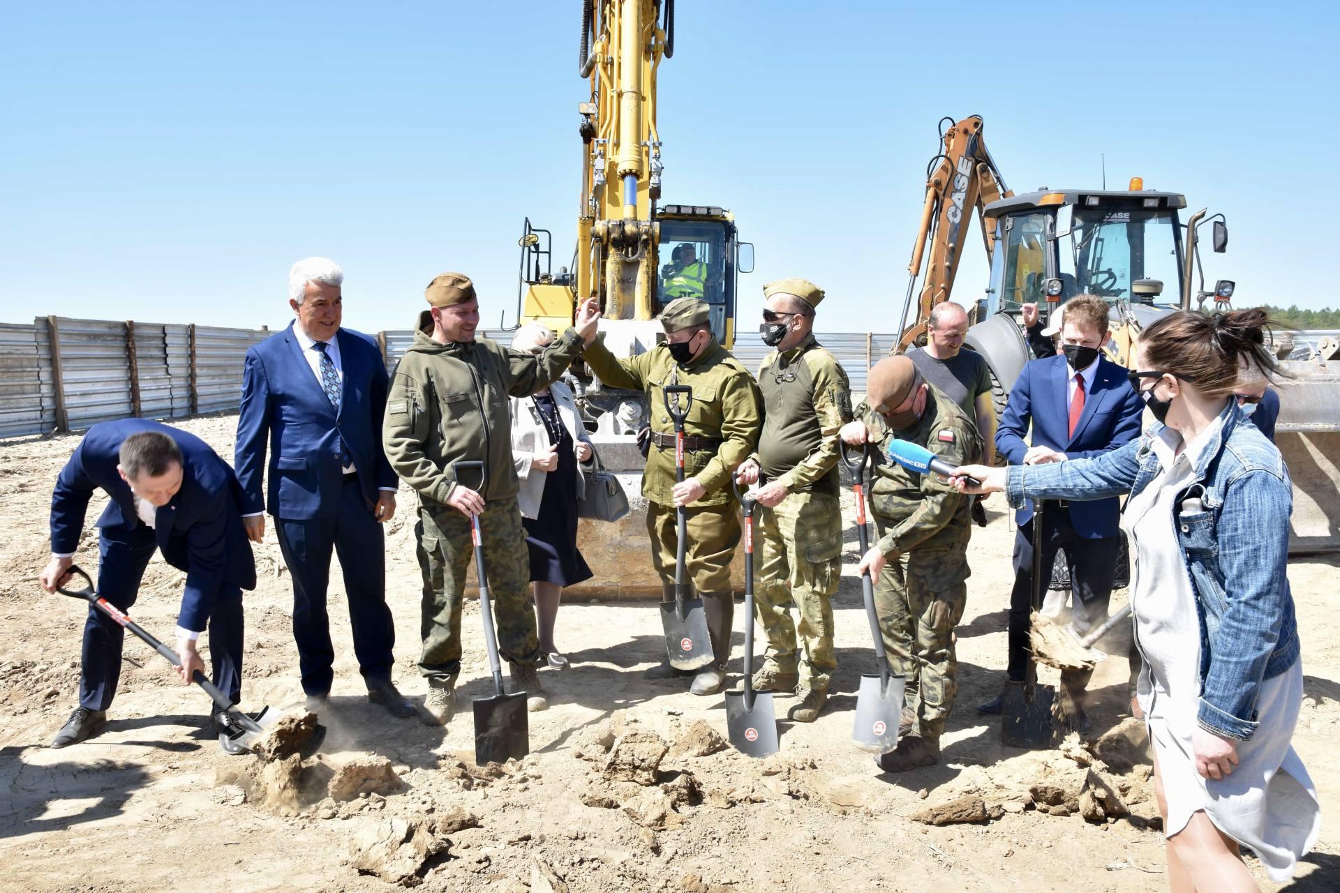 dsc 5120 Bitwa pod Komarowem doczeka się pomnika. Dziś uroczyście wbito łopatę pod budowę monumentu [ZDJĘCIA, FILM]