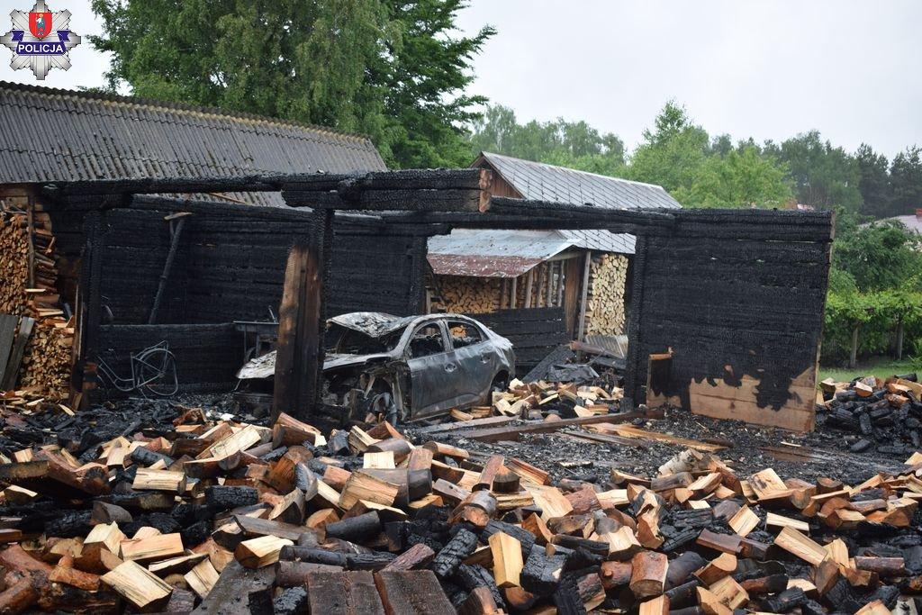 361 185952 Nocny pożar budynku gospodarczego. Ogień wyrządził spore starty.