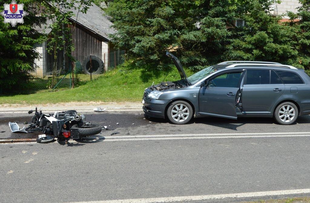 361 186188 Czołowe zderzenie motocykla z toyotą