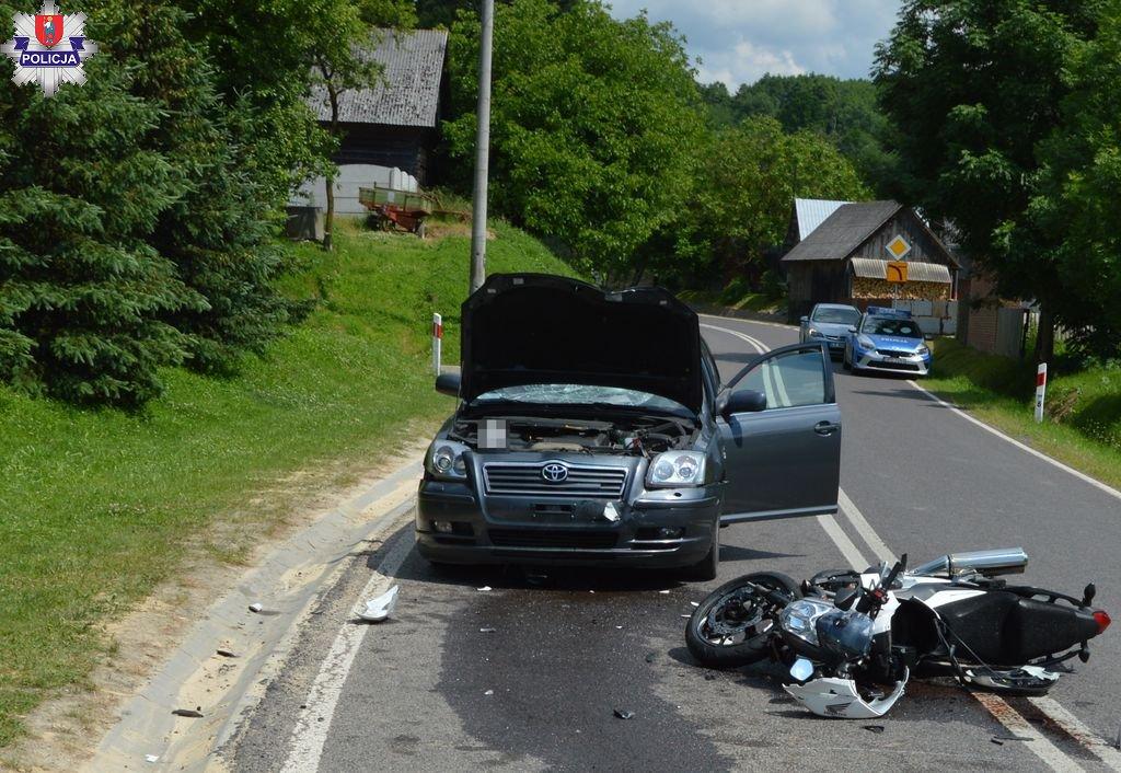 361 186193 Czołowe zderzenie motocykla z toyotą