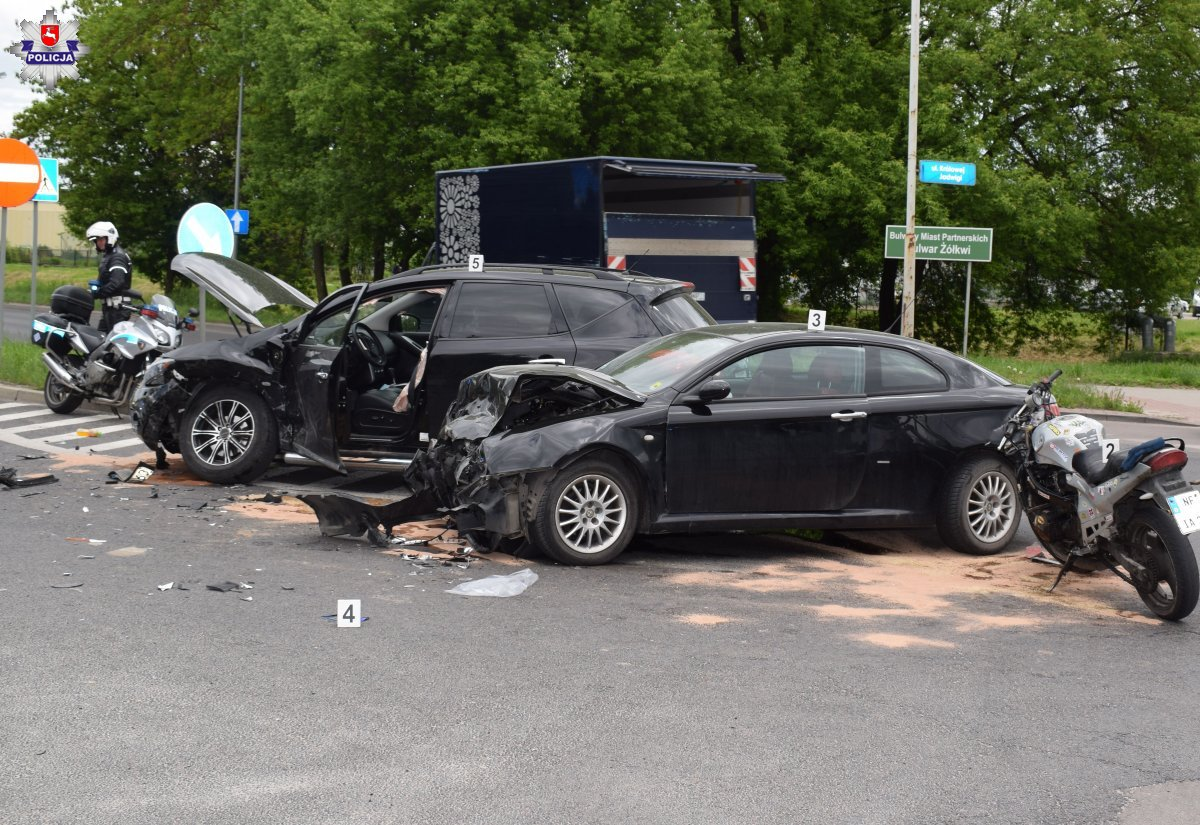 68 185536 ZAMOŚĆ: Poważny wypadek na skrzyżowaniu Królowej Jadwigi - Dzieci Zamojszczyzny