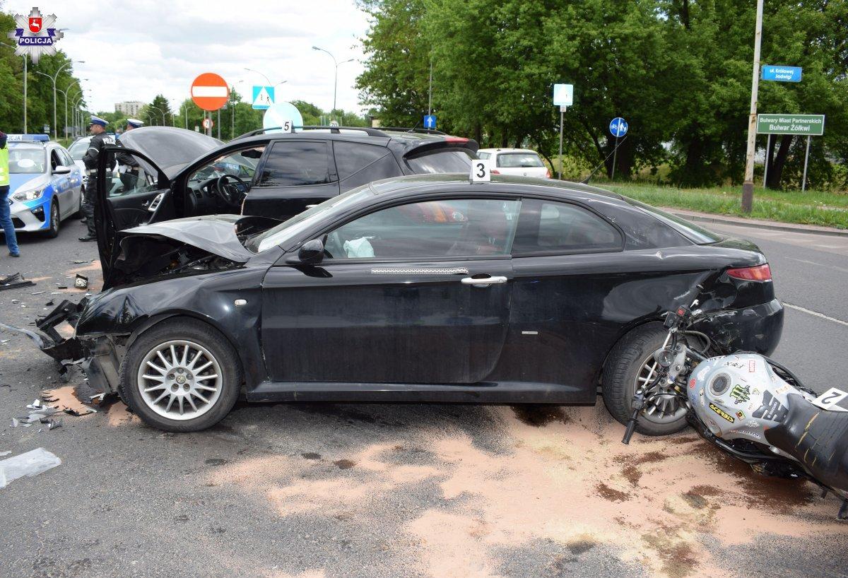 68 185537 ZAMOŚĆ: Poważny wypadek na skrzyżowaniu Królowej Jadwigi - Dzieci Zamojszczyzny