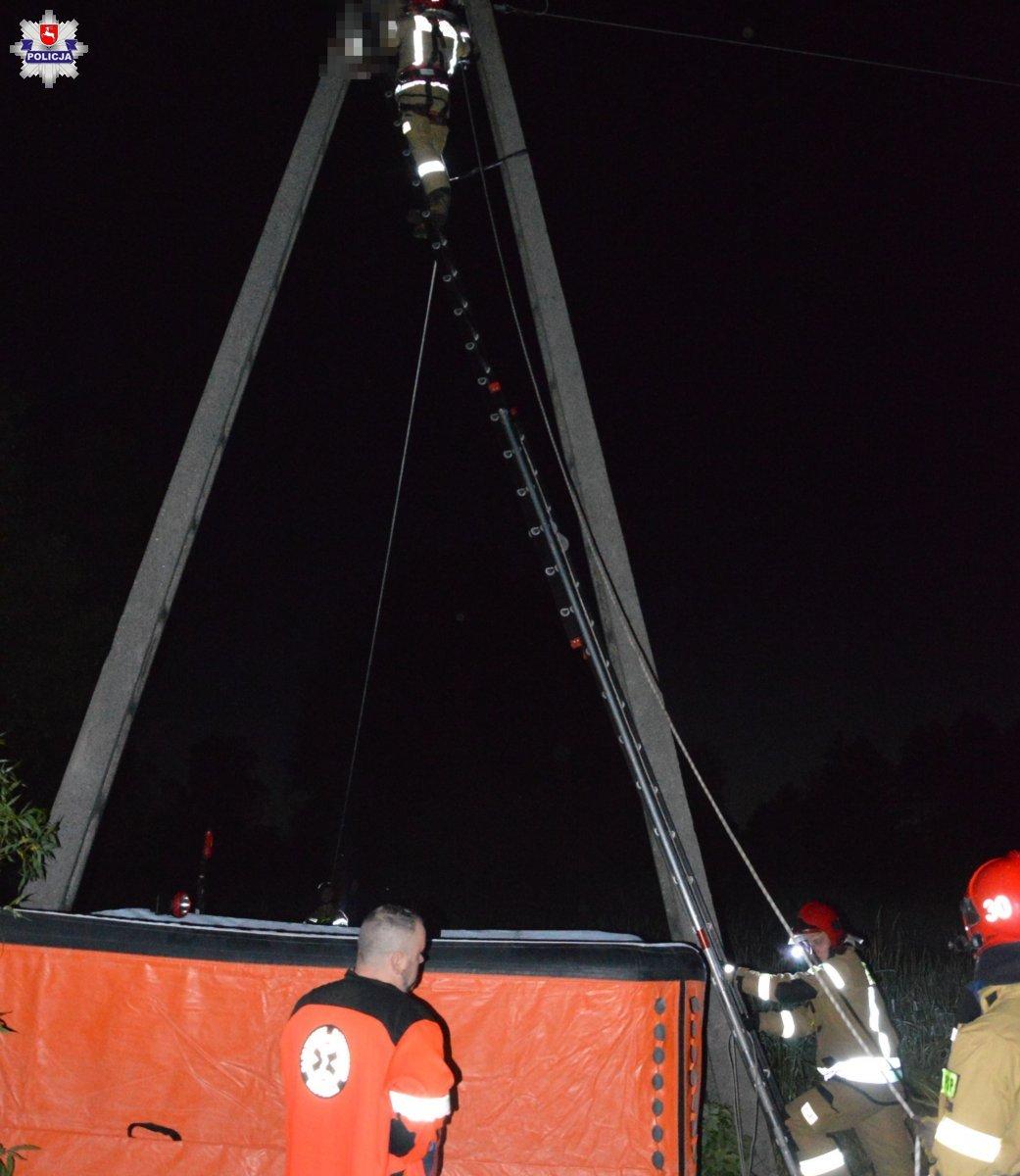 68 185735 19-latek wspiął się na słup wysokiego napięcia. Porażony prądem, zawisł głową w dół 10 metrów nad ziemią