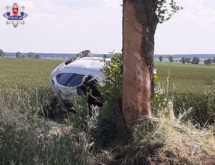 68 186687 22-latek jechał z szybko. Jego audi wylądowało na drzewie.