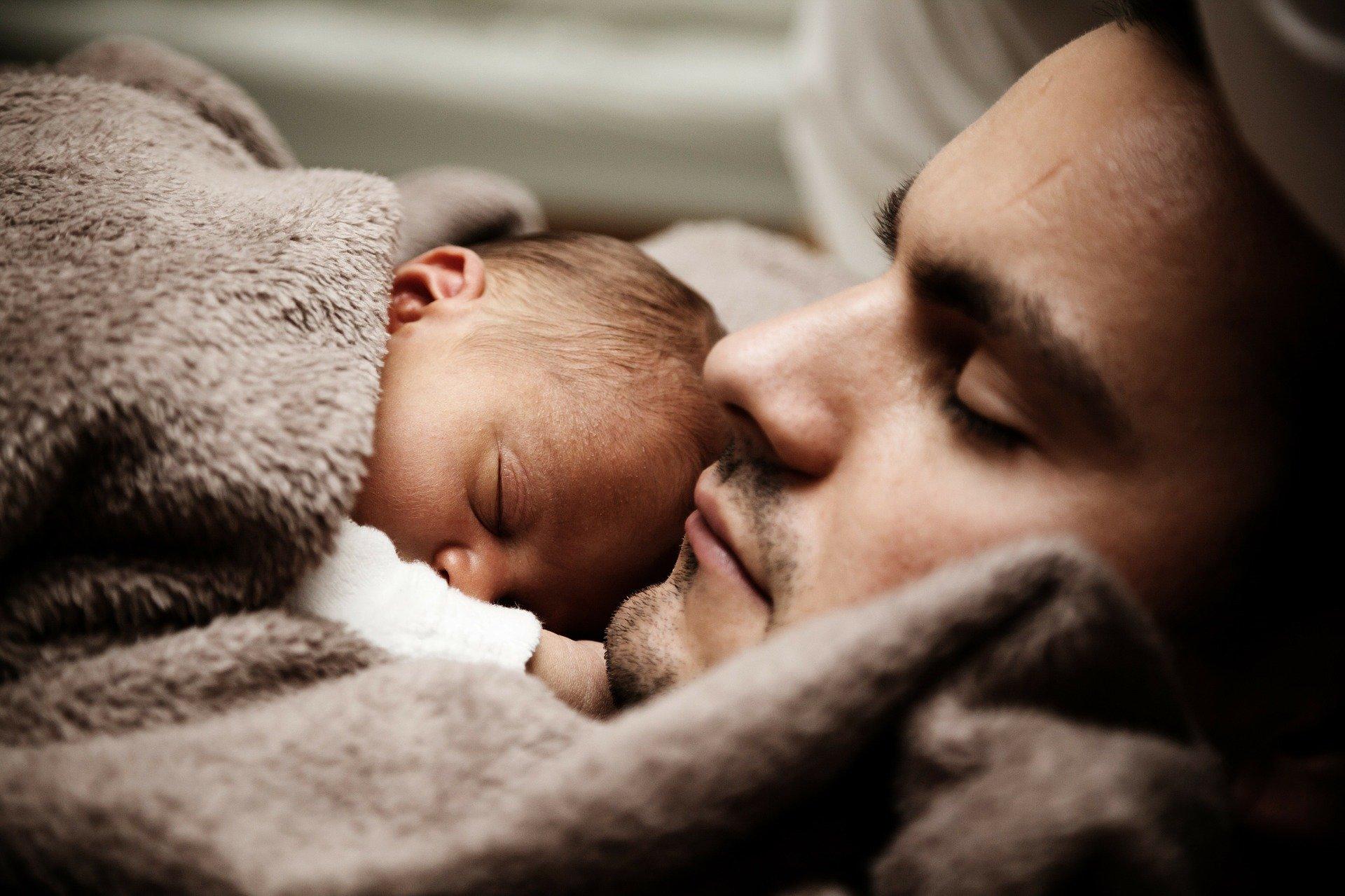father 22194 1920 Dzień Ojca - ZUS podsumował dane o urlopach ojcowskich