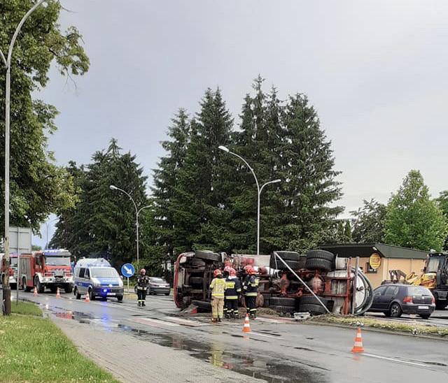 img 9648 ZAMOŚĆ: Szambiarka wywróciła się na jezdnię. Utrudnienia dla kierowców!