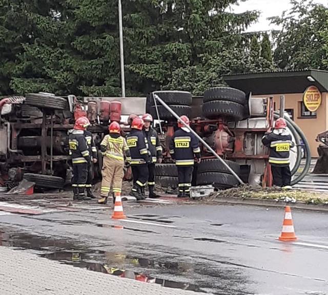 img 9649 ZAMOŚĆ: Szambiarka wywróciła się na jezdnię. Utrudnienia dla kierowców!