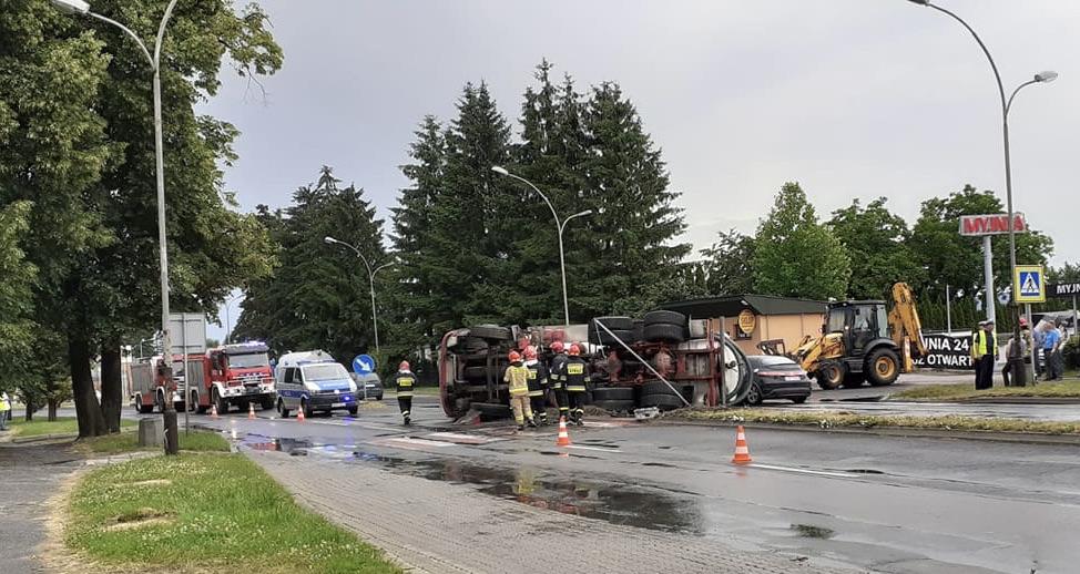 img 9650 ZAMOŚĆ: Szambiarka wywróciła się na jezdnię. Utrudnienia dla kierowców!