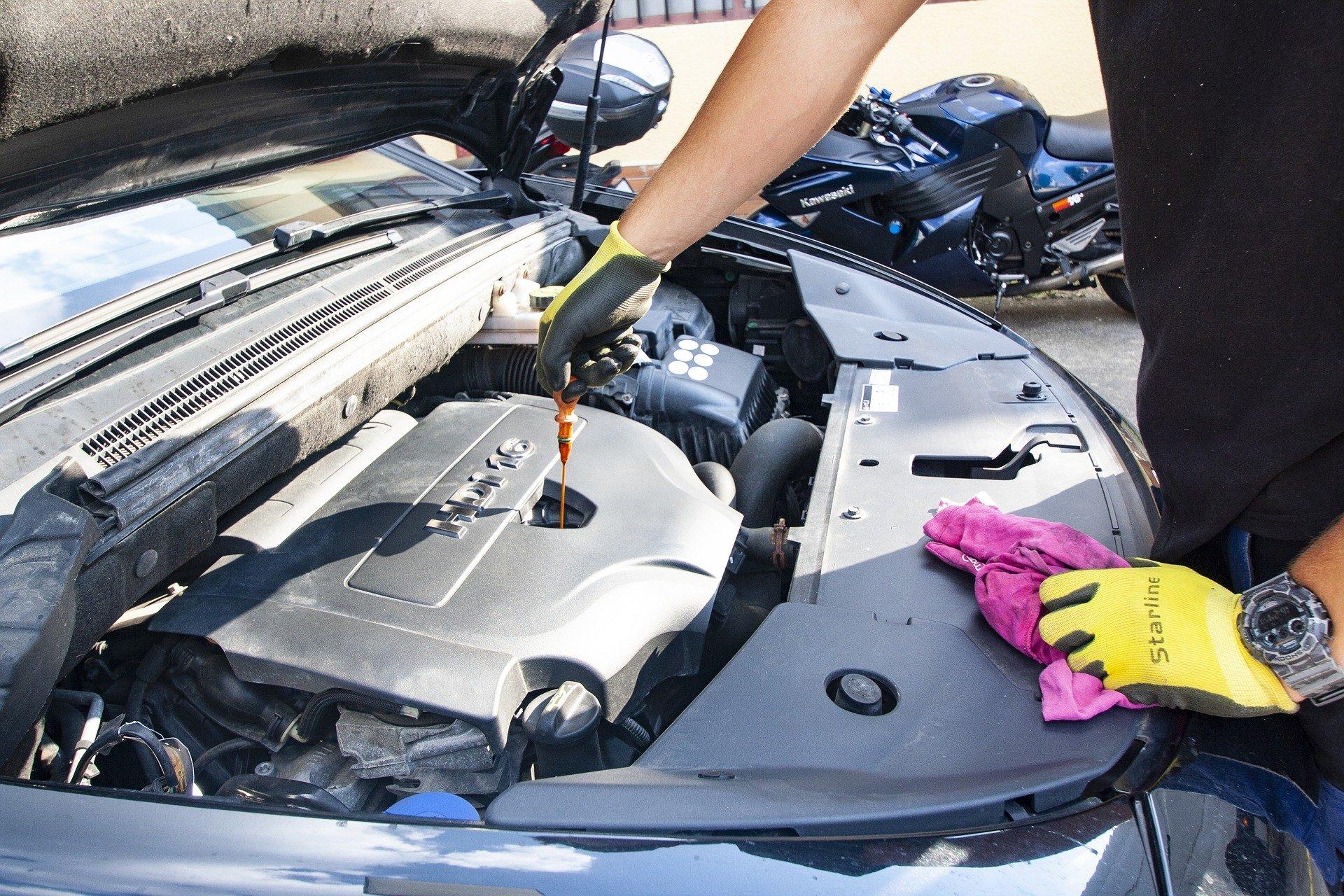 oil 3964367 1920 ZAMOŚĆ: Nielegalne oprogramowanie w warsztatach samochodowych