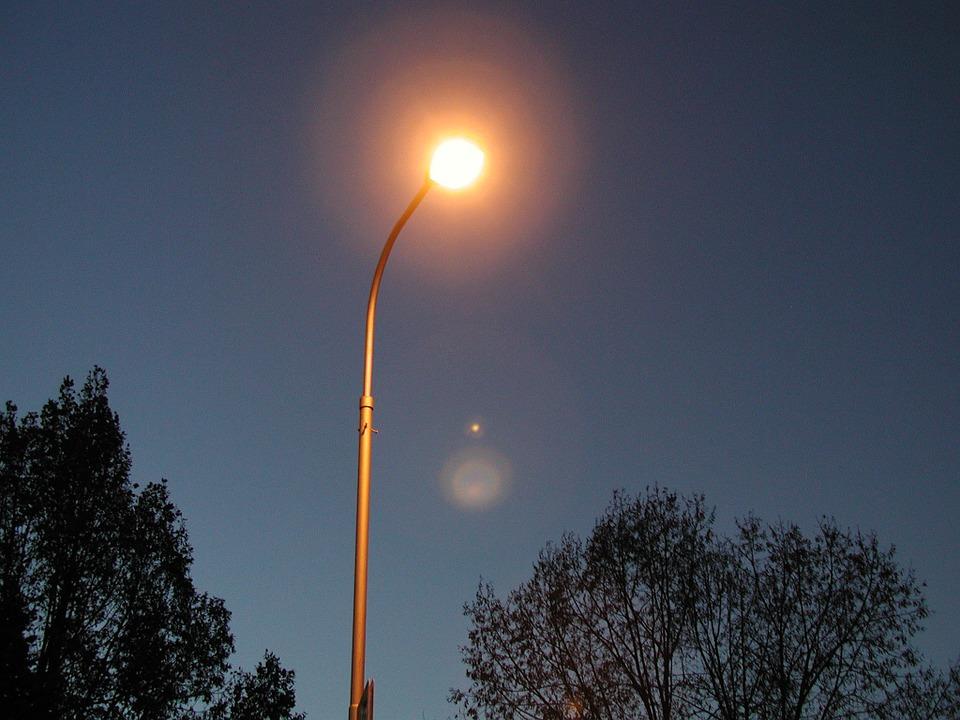 street lamp 3399 960 720 Będzie jaśniej na zamojskich ulicach.