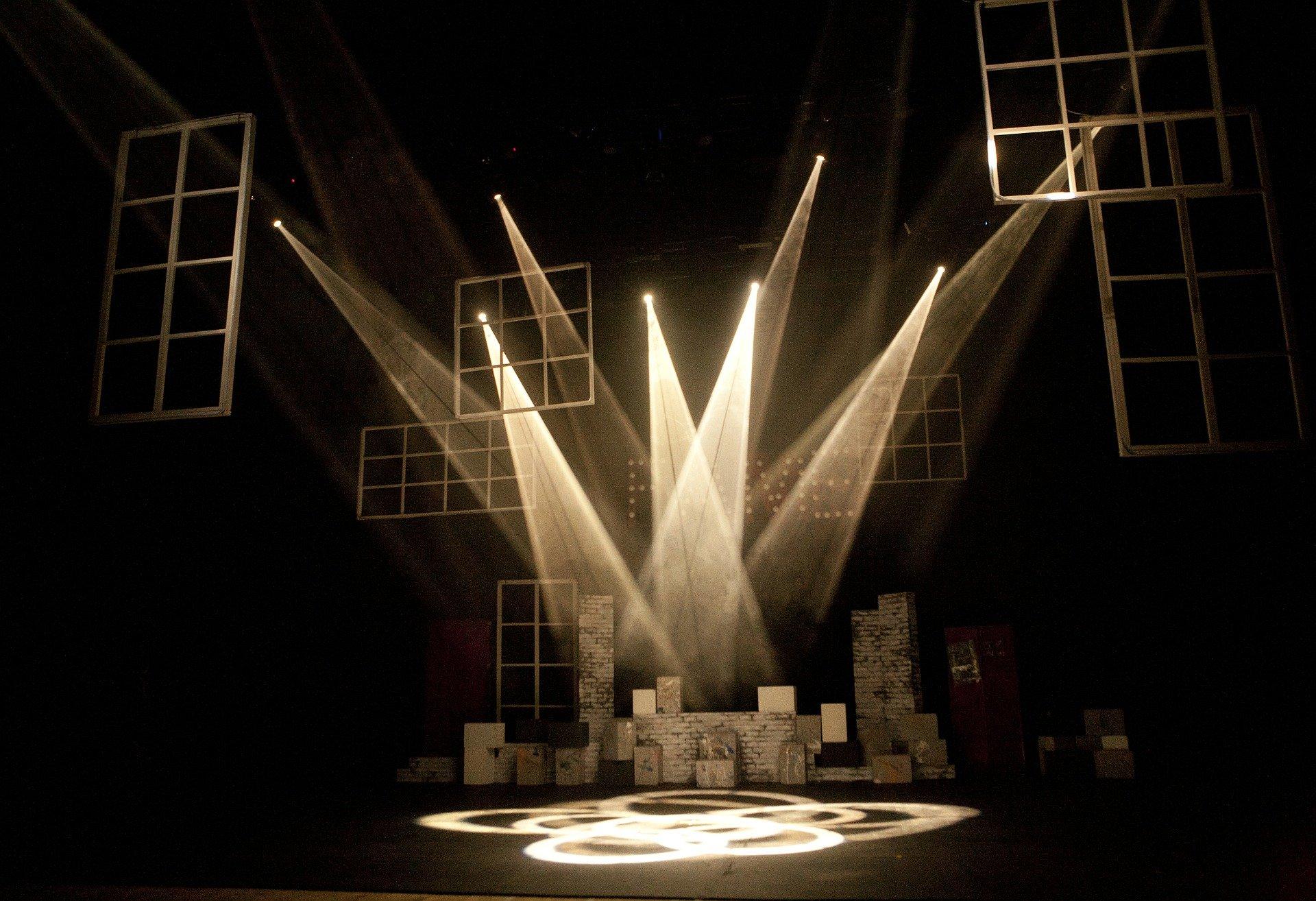 theatre 430552 1920 Znani aktorzy poprowadzą warsztaty teatralno - filmowe w ZDK-u
