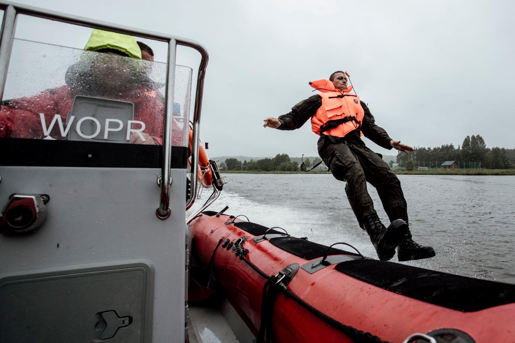 2 lbot cwiczenia z wopr jacnia 03072021 1 Akcja ratownicza na zalewie w Jacni z udziałem zamojskich Terytorialsów i WOPRU