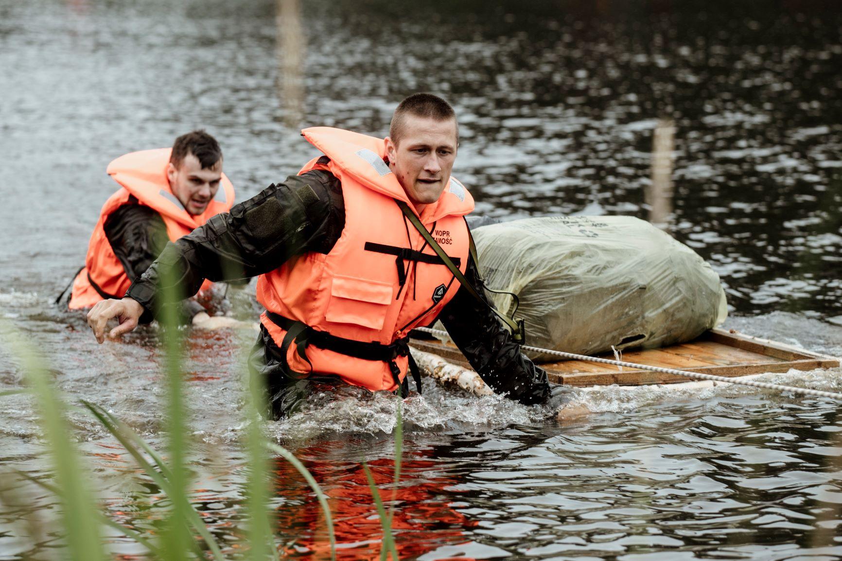 2 lbot cwiczenia z wopr jacnia 03072021 3 Akcja ratownicza na zalewie w Jacni z udziałem zamojskich Terytorialsów i WOPRU