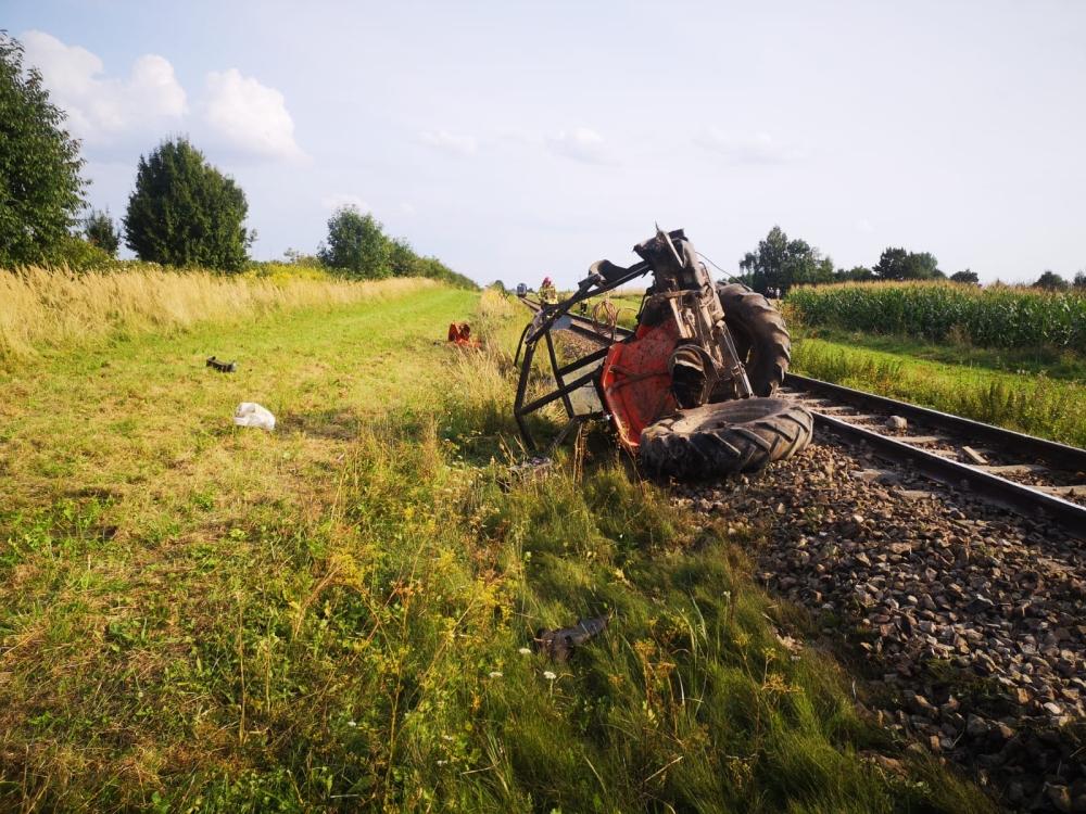 img 20210823 wa0000 GM. NIELISZ: Traktorzysta wjechał pod pociąg. Nie udało się go uratować.