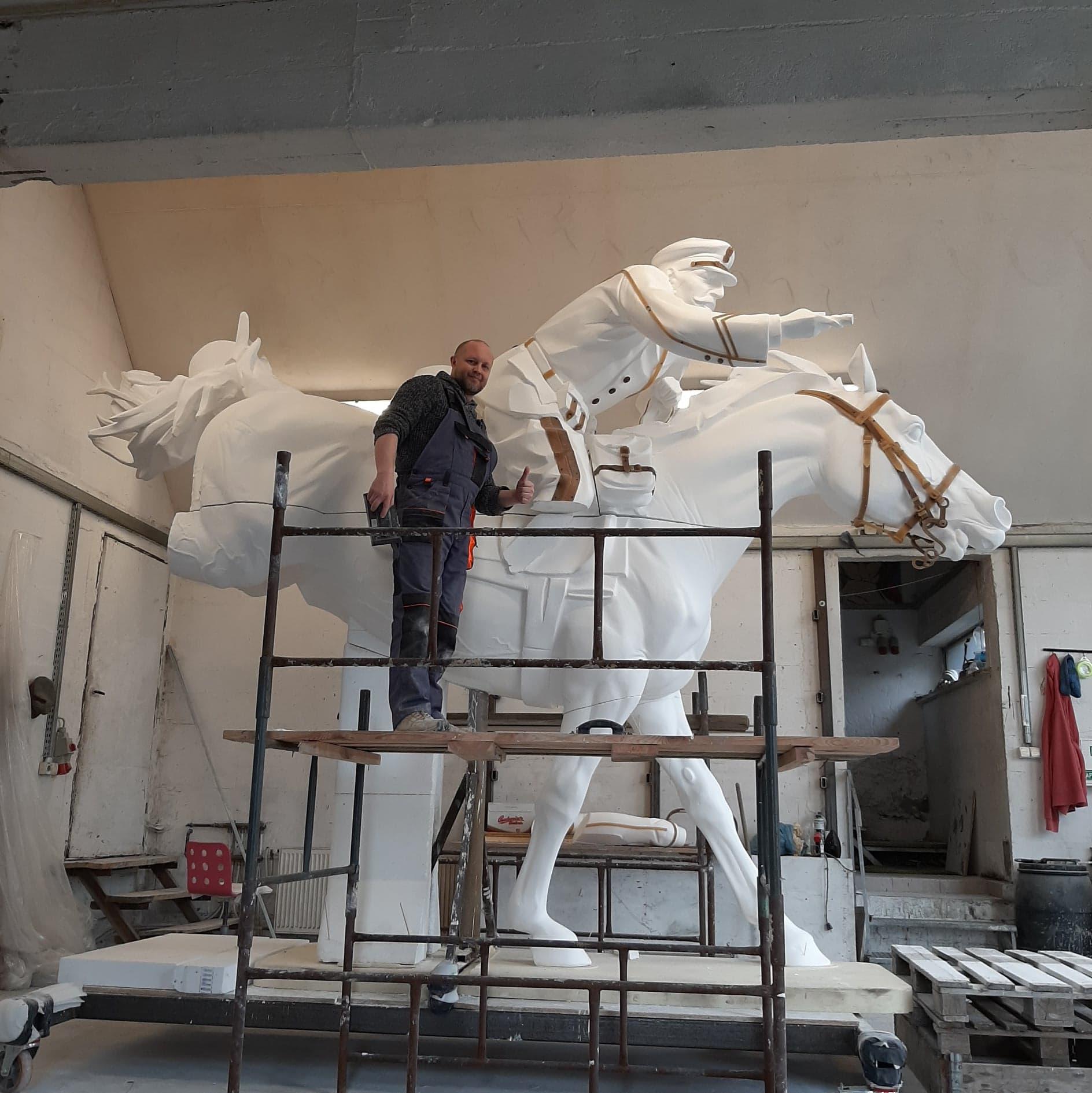 odlew pomnik komarow 1 Zbliża się 101. rocznica Bitwy pod Komarowem. Jak postepują prace przy budowie pomnika bitwy?