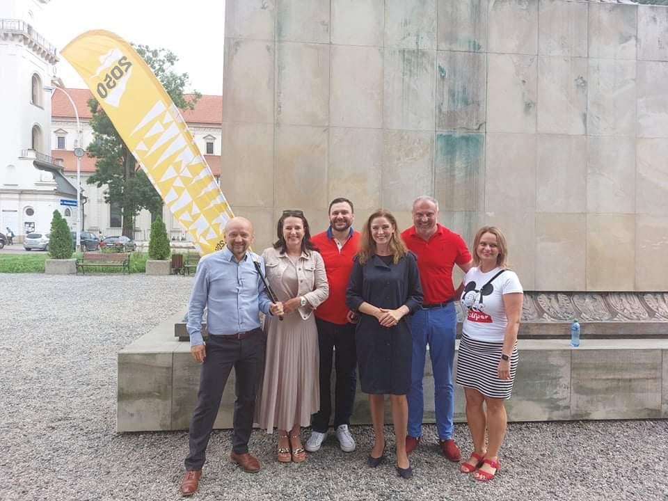 received 143018994589589 Liderzy i działacze Polski 2050 spotkali się w Zamościu. Rozmawiali m.in. o zamknięciu oddziału pediatrycznego w naszym mieście