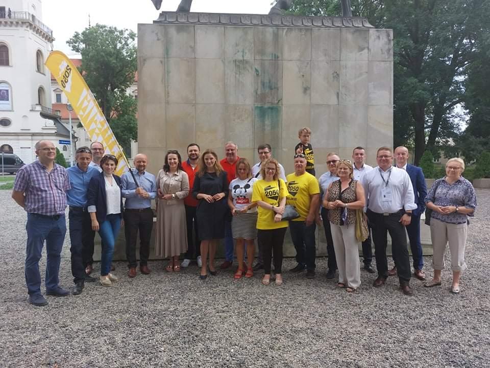 received 170372631844899 Liderzy i działacze Polski 2050 spotkali się w Zamościu. Rozmawiali m.in. o zamknięciu oddziału pediatrycznego w naszym mieście