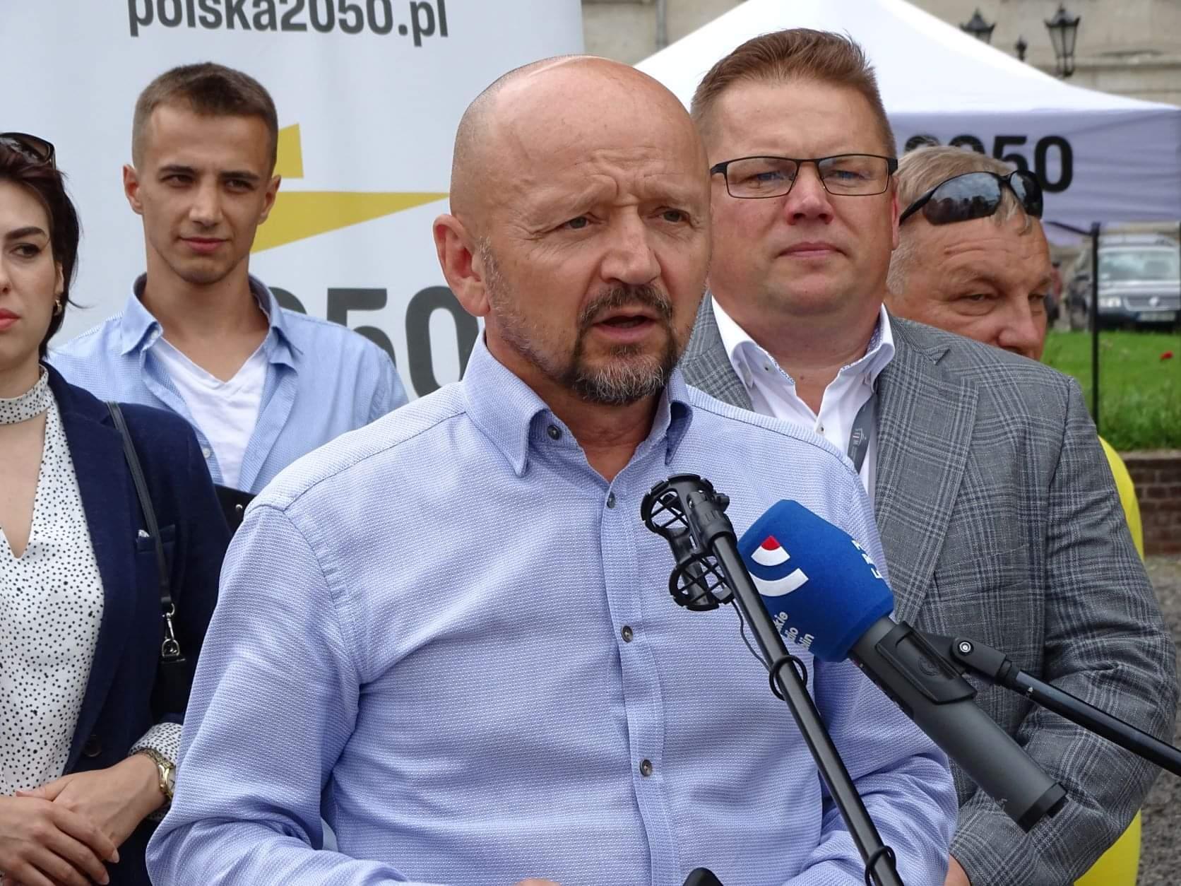 received 300830058469201 Liderzy i działacze Polski 2050 spotkali się w Zamościu. Rozmawiali m.in. o zamknięciu oddziału pediatrycznego w naszym mieście