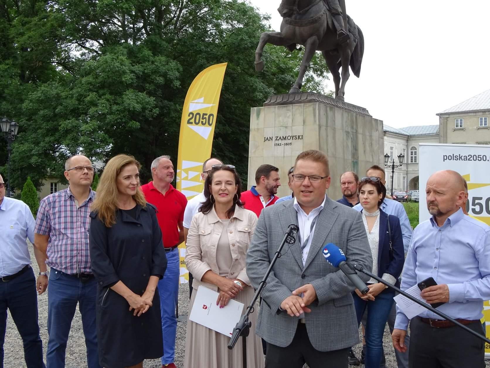 received 399940978223342 Liderzy i działacze Polski 2050 spotkali się w Zamościu. Rozmawiali m.in. o zamknięciu oddziału pediatrycznego w naszym mieście