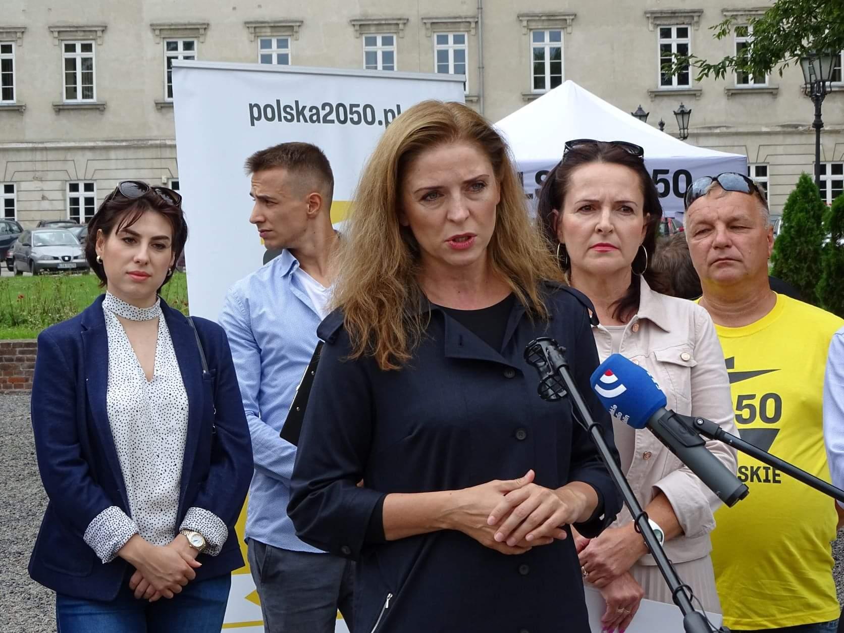received 4009345049188980 Liderzy i działacze Polski 2050 spotkali się w Zamościu. Rozmawiali m.in. o zamknięciu oddziału pediatrycznego w naszym mieście