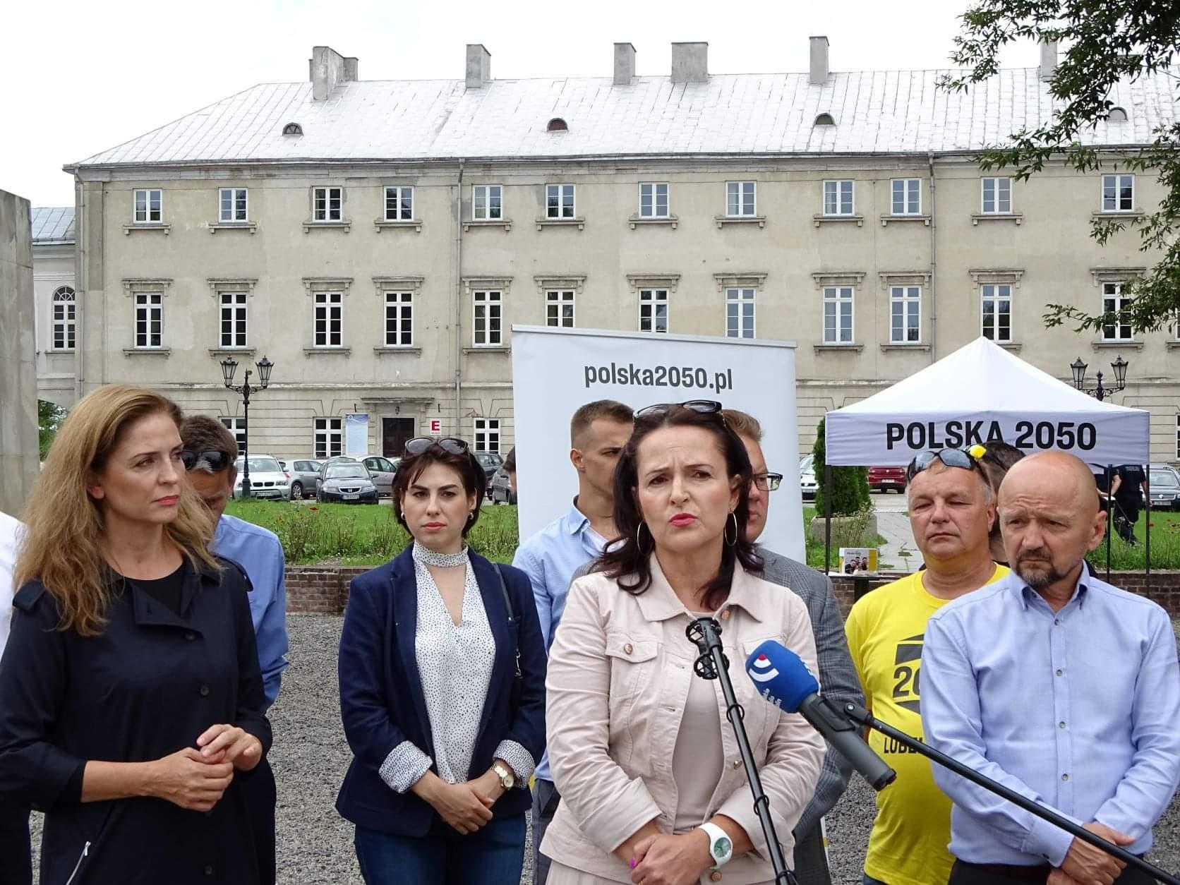 received 4379045898820559 Liderzy i działacze Polski 2050 spotkali się w Zamościu. Rozmawiali m.in. o zamknięciu oddziału pediatrycznego w naszym mieście