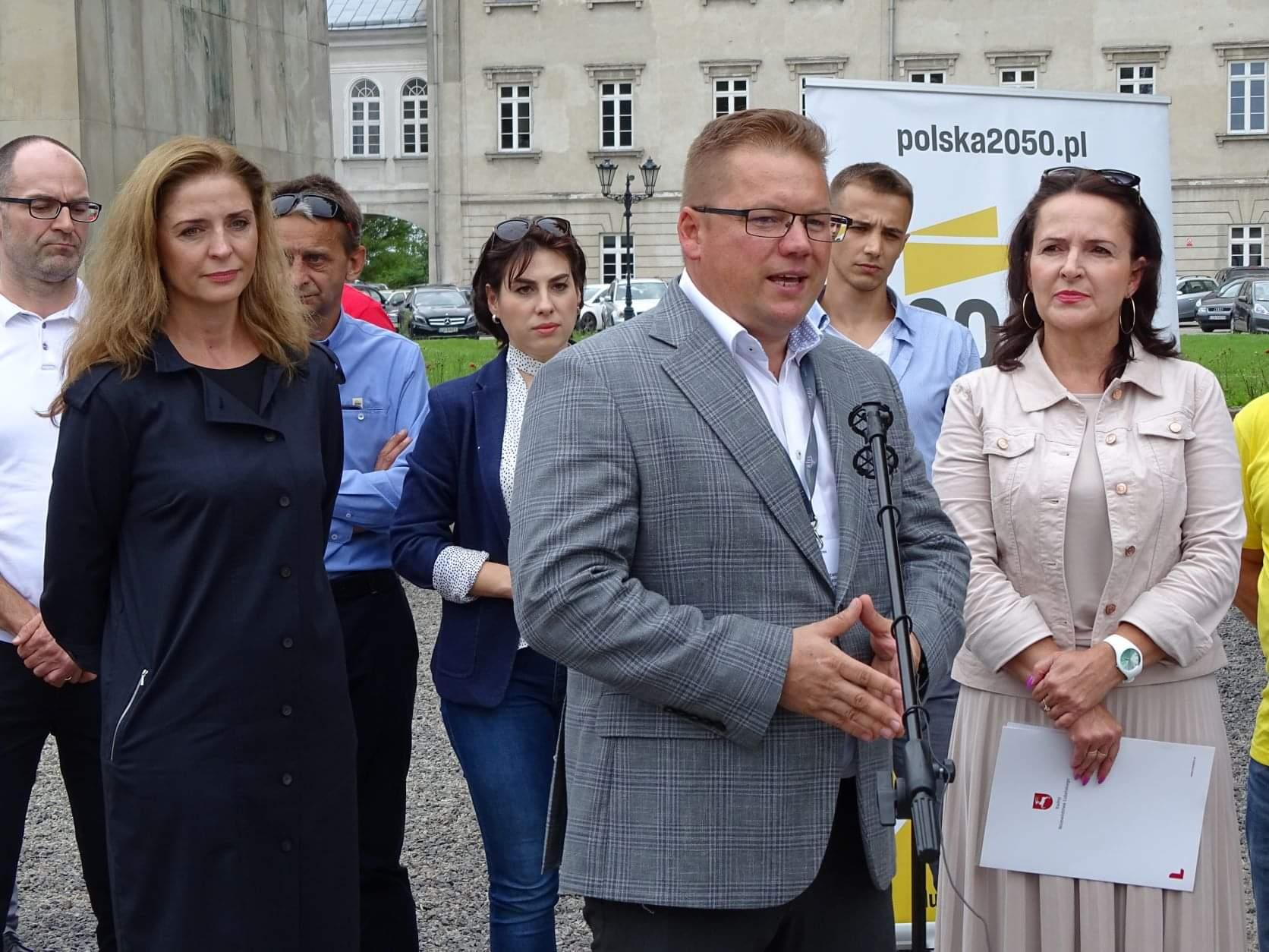 received 997824074343471 Liderzy i działacze Polski 2050 spotkali się w Zamościu. Rozmawiali m.in. o zamknięciu oddziału pediatrycznego w naszym mieście