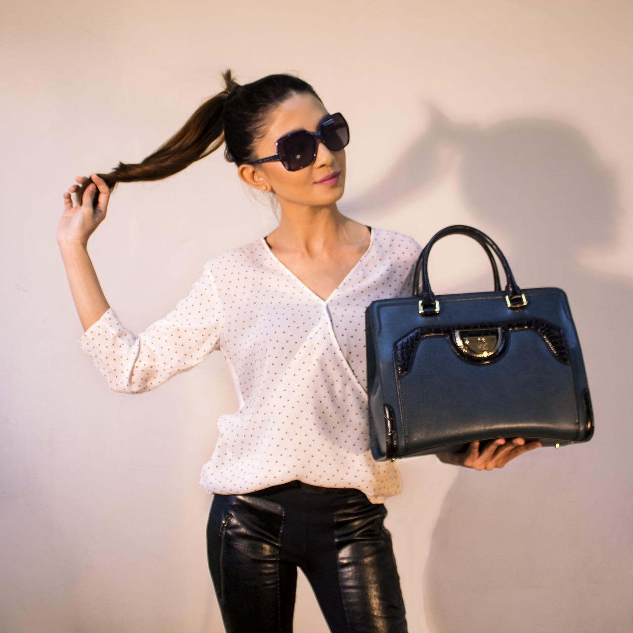 torebki calvin klein W spodniach czy w sukience - poczuj się wyjątkowo