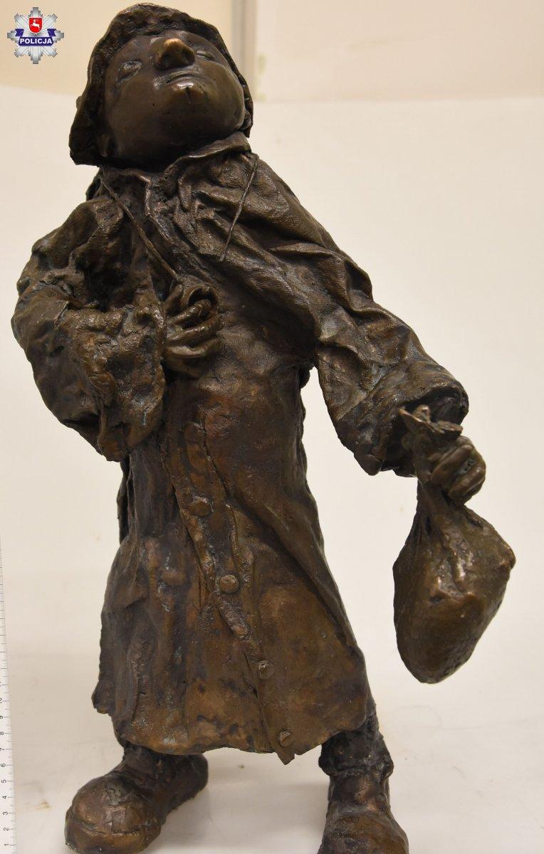 68 190800 Złodziej figurek z zamojskiej starówki zatrzymany (zdjęcia)