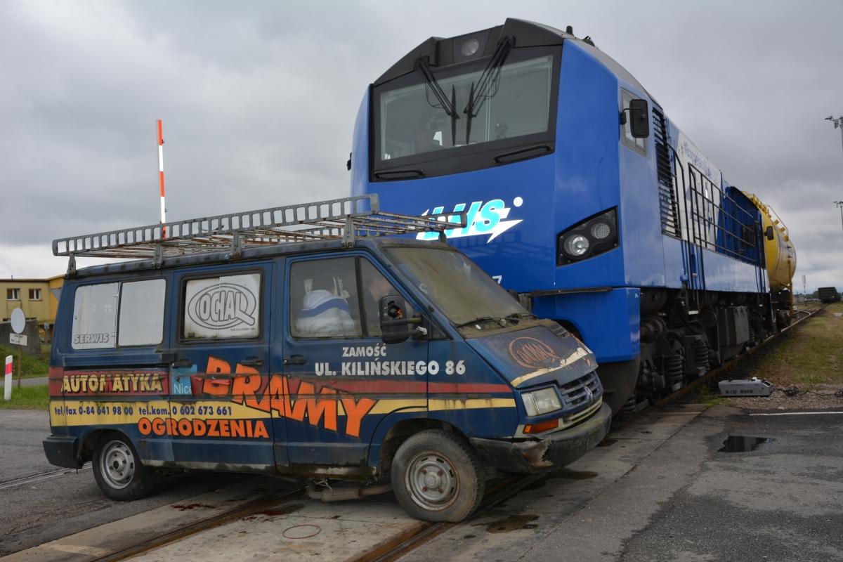 dsc 0012 Pociąg przewożący cysternę z benzenem zderzył się z busem pasażerskim. Akcja Straży Pożarnej