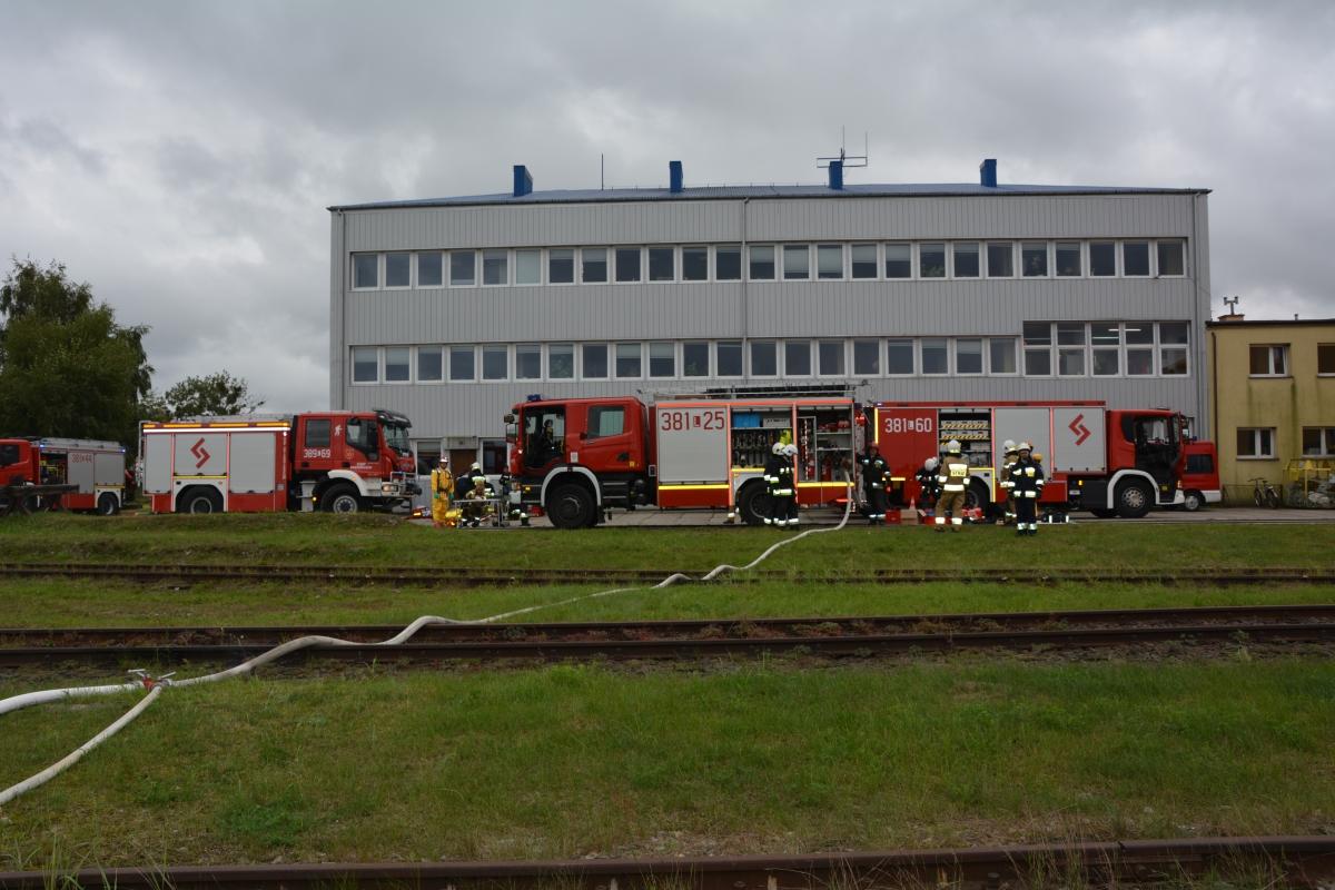 dsc 0092 Pociąg przewożący cysternę z benzenem zderzył się z busem pasażerskim. Akcja Straży Pożarnej