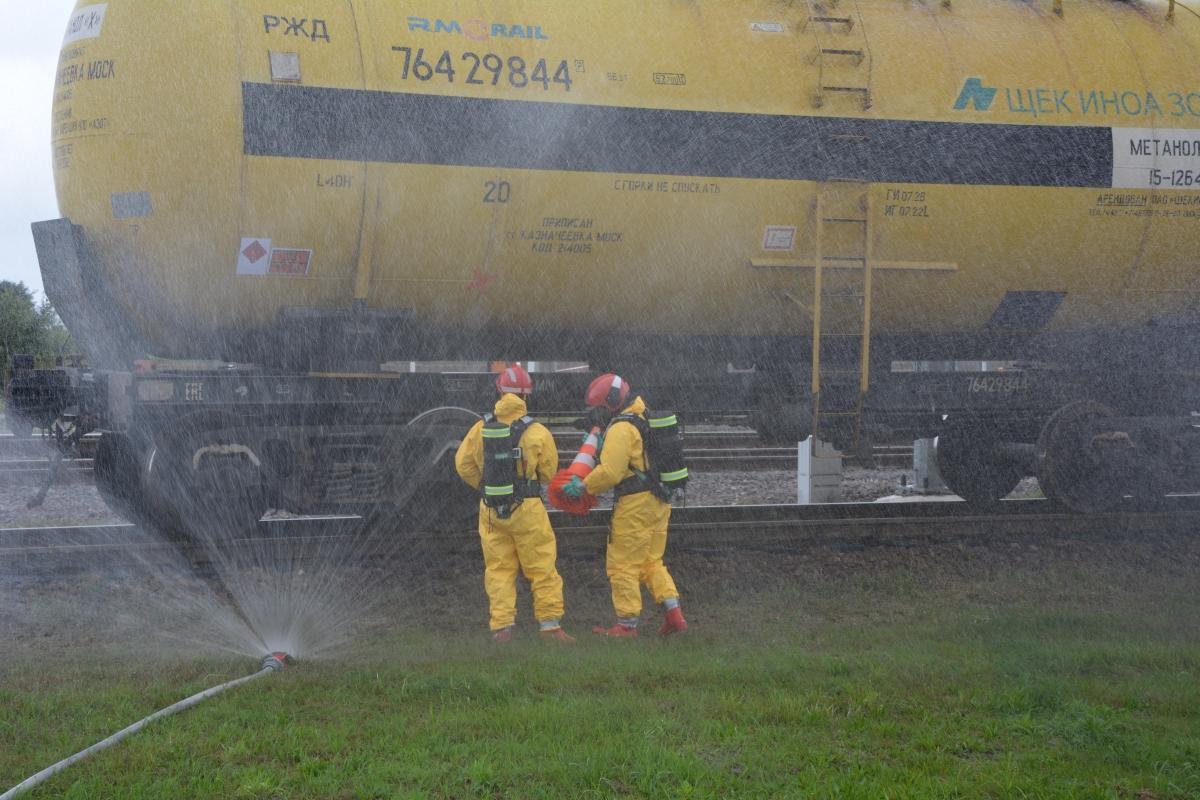 dsc 0101 Pociąg przewożący cysternę z benzenem zderzył się z busem pasażerskim. Akcja Straży Pożarnej