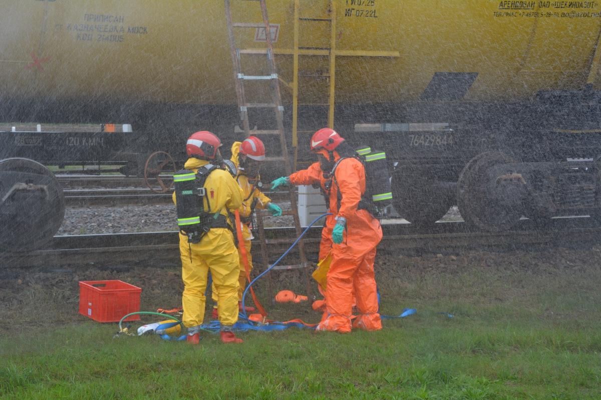 dsc 0106 Pociąg przewożący cysternę z benzenem zderzył się z busem pasażerskim. Akcja Straży Pożarnej