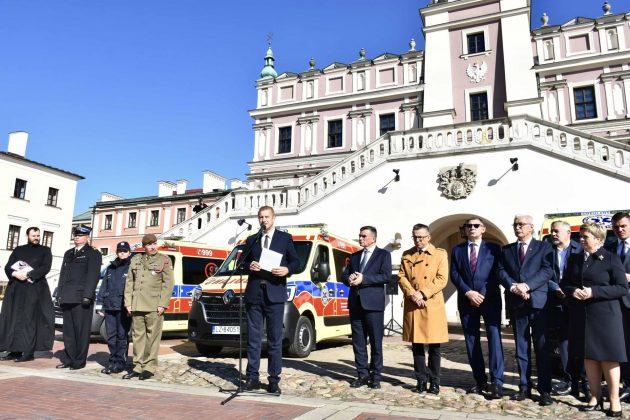 dsc 4309 Poświęcenie i przekazanie nowych ambulansów oraz wręczenie odznaczeń medykom [ZDJĘCIA]