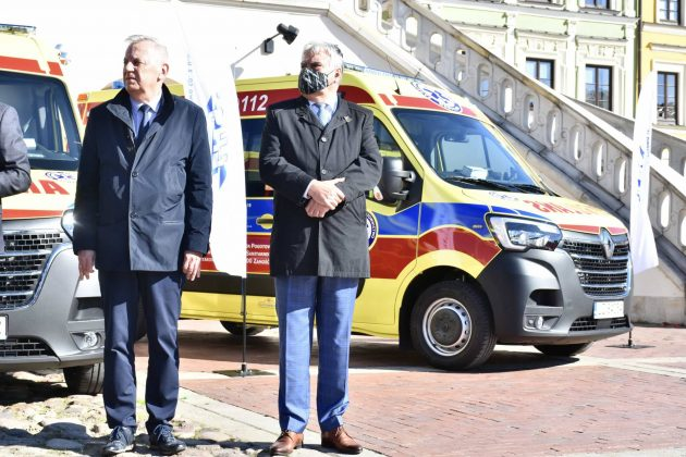 dsc 4310 Poświęcenie i przekazanie nowych ambulansów oraz wręczenie odznaczeń medykom [ZDJĘCIA]