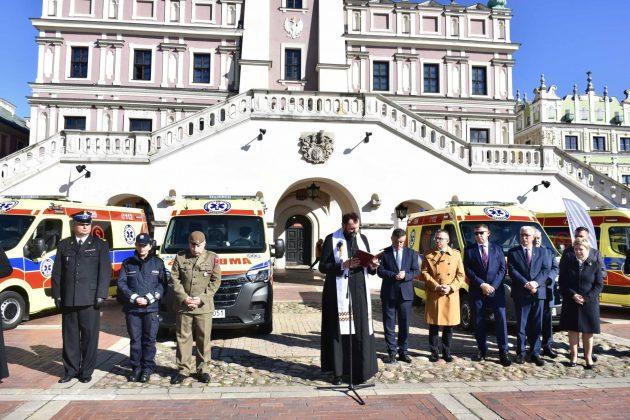 dsc 4311 Poświęcenie i przekazanie nowych ambulansów oraz wręczenie odznaczeń medykom [ZDJĘCIA]