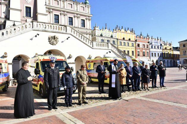 dsc 4316 Poświęcenie i przekazanie nowych ambulansów oraz wręczenie odznaczeń medykom [ZDJĘCIA]