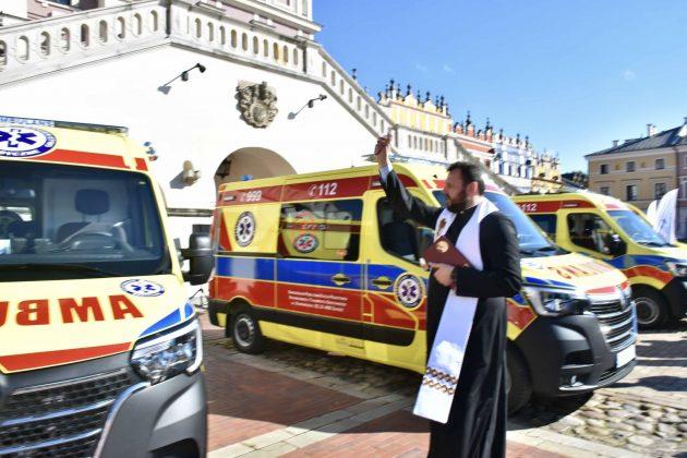 dsc 4319 Poświęcenie i przekazanie nowych ambulansów oraz wręczenie odznaczeń medykom [ZDJĘCIA]
