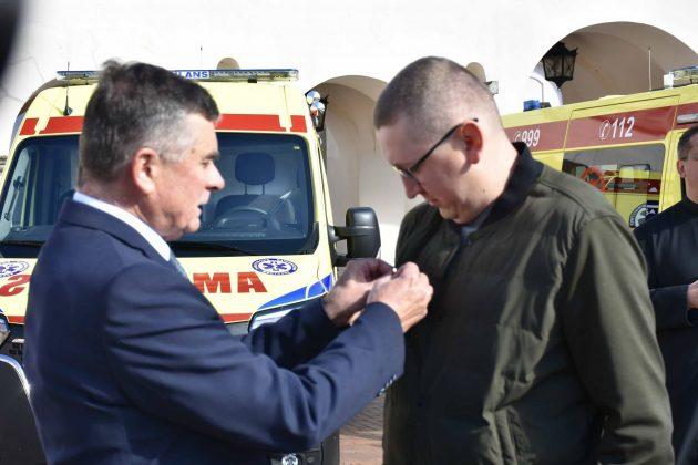 dsc 4337 Poświęcenie i przekazanie nowych ambulansów oraz wręczenie odznaczeń medykom [ZDJĘCIA]
