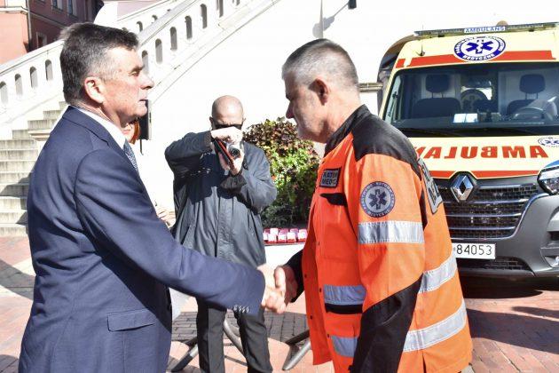 dsc 4343 Poświęcenie i przekazanie nowych ambulansów oraz wręczenie odznaczeń medykom [ZDJĘCIA]